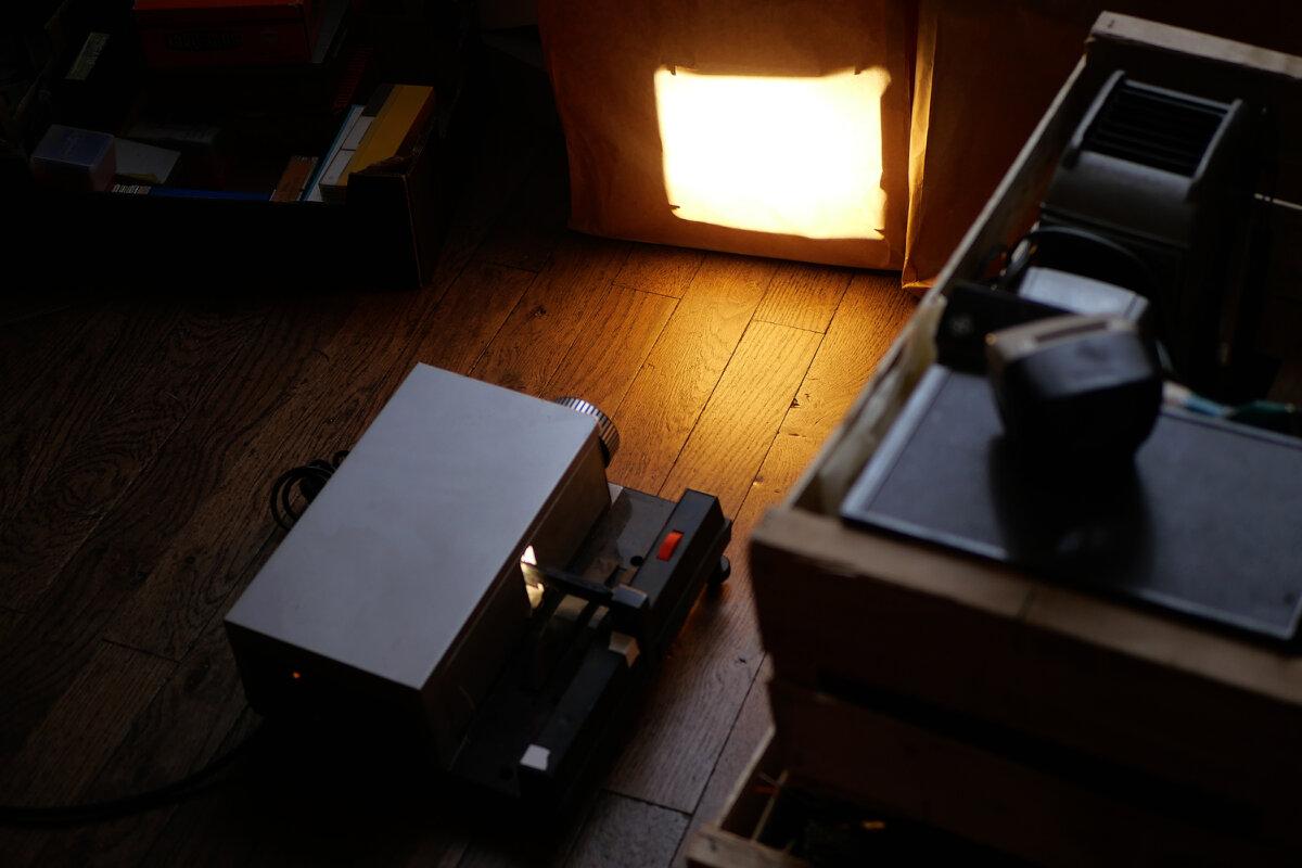 projecteur diapo sur écran de papier